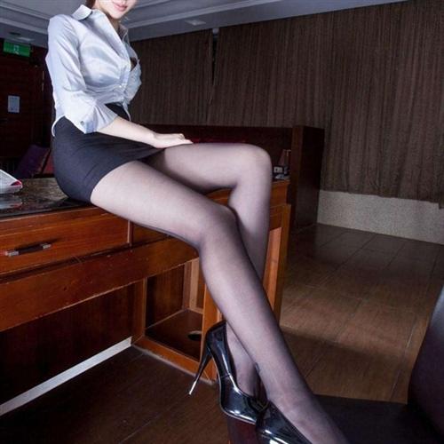 大波絲襪美人